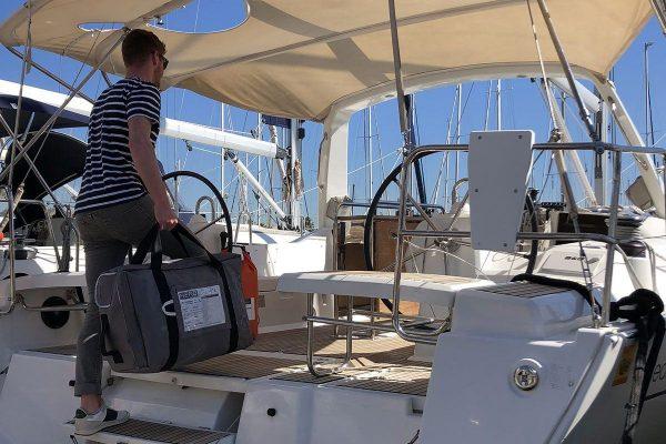 HERO liferaft, valise liferaft, Sun odyssey yacht, Jeanneau yacht